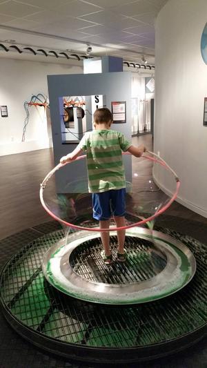 På Framtidsmuseet i Borlänge finns det många interaktiva experiment att testa.
