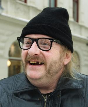 Tony Östman, 50 år, arbetslös, Sundsvall.– Nej det ska jag inte. Jag har inga barn att fira jul med i år.