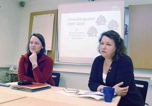 Beslutet att sälja ut Årehuslägenheter var inte populärt då det meddelades av Lena Kagart (FP) och kommunalrådet Eva Hellstrand (C) på presskonferens i januari 2007. Men affären sänkte låneskulden rejält.Foto: Elisabet Rydell-Janson