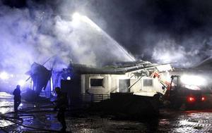 170 grisar dog i lågorna vid en brand på Fors Gård i Stora Skedvi den 7 februari.