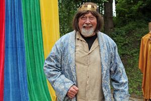 Sven Sundin som är ordförande i Teater Gazbazz spelar prins Johan.