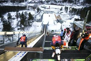 Olof Lundgren, Holmen, åker iväg i provomgången medan Andreas Arén gör sig beredd på sin tur.