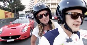 Formel 1-föraren Marcus Ericsson guidade oss på moppe genom Monacos trånga bana. Farligt nära de dyra bilarna!