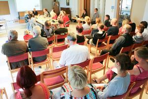 Intresset var stort för det extra sammanträdet om skolskjutsar i kultur-och bildningsnämnden i Lekeberg. Av den anledningen flyttades mötet till en samlingssal på Linden.