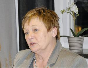 Gudrun Hansson (S) är oroad över att väganslagen krymper, men ser positivt på att Trafikverket nu släpper in kommunen.
