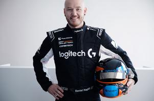 Daniel Haglöf från Borlänge kör en av bilarna i PWR Racing.
