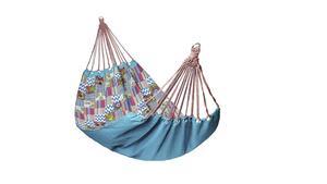 Patch är en färgstark hängmatta gjord i lapptäcksteknik och tål 110 kilo. Från Indiska, 799 kronor.