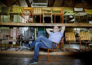 Karl Lindqvist, här i museet, ville inte jobba i familjeföretaget. Han skulle bli bonde. Men när hans pappa frågade om han ville testa gjorde han det. 22 år senare är han fortfarande kvar.