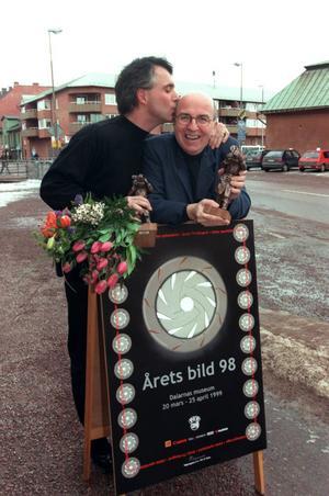 1998 tog Torbjörn Andersson emot pris för årets bild. Paul Hansen, till vänster, blev utsedd till årets fotograf.