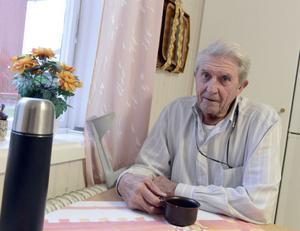 En kraftkar med berättarkraft, det är Elon Hedlund i Särna, som på lördag fyller 90 år.