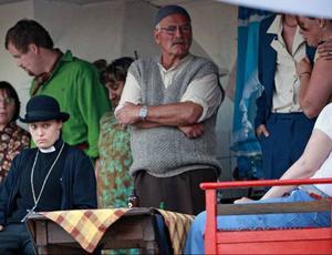 Förstämning när katastrofen är ett faktum. Malin Jungbäck och Gustav kling begrundar följderna av den djupa släktfejden i Marieby, eller om det var Verona.