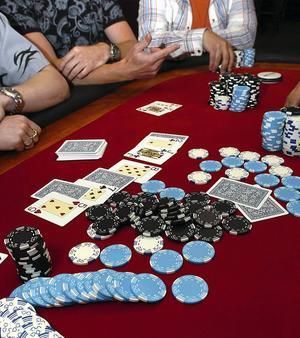 Sundsvallsbon hävdar att han har spelat bort allt han äger och har på poker.
