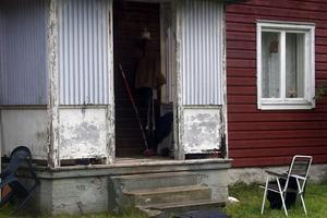 I den här bostaden ägde skottdramat rum natten till den 13 september. Polisen misstänkte först mordförsök, men nu pekar utredningen mot att den skottskadade mannen sköt sig själv.