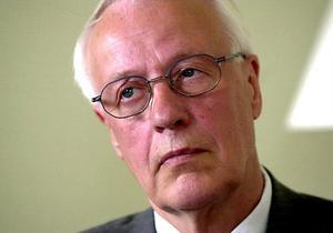 Förre landshövdingen i Västernorrland kommer inte att rösta på Centerpartiet kommande val. Han är missnöjd med att partiledaren Maud Olofssons drivit partiet högerut.