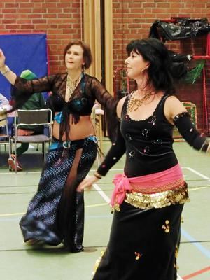 Anki Gustavsson och Ingrid Linder i Östersunds orientaliska dansförening