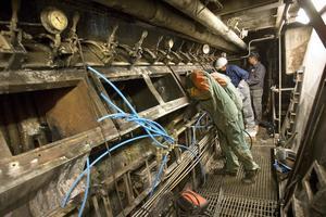 Nya luftportar ska monteras. Panna förbrukar mycket luft och med hjälp av portarna styrs tillförseln av luft.– Som en lucka på en kamin, säger Tony Andersson.