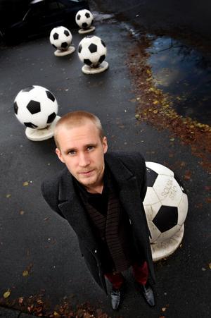 AIK:s tränare Patric Jildefalk har Kif Örebros Richard Holmlund som förebild. På måndag ställs de båda mot varandra i den damallsvenska premiären.