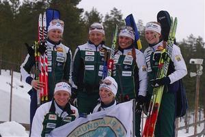 Stafettmedaljörer är vi allihopa. Här syns från vänster Jenny Jonsson, Marielle Molander, Sanna  Eklund, Malin Jonsson, Elisabeth Högberg och Helena Jonsson.