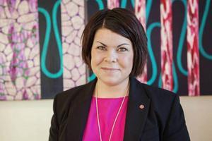 Nämndens ordförande Malin Larsson tycker att stämningen i ledningsgruppen är mycket bekymmersam.