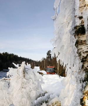 Minusgraderna kom till Bruksvallarna och därmed är helgens längdpremiär säkrad. Snökanonerna har mullrat och nu är 2,5 kilometerslingan snötäckt.