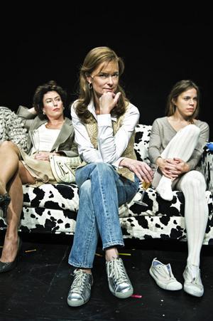 Marie Richardson har haft gott om jobb sedan hon gick ut Teaterhögskolan i Stockholm. I vintras spelade hon huvudrollen i Allt om min mamma på Stockholms stadsteater. Här ses hon i en scen med Jessica Zandén, till vänster, och Maria Salomaa, till höger.