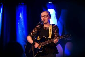 Emma Staaf vann första deltävlingen i Musik Direkt i Bollnäs kulturhus.