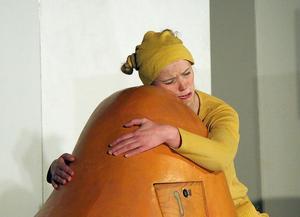 Nallen, spelad av Mirja Breitholtz ,var ensam fast hon inte ville och sjöng: