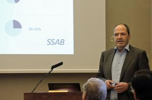 Martin Lindqvist, SSAB:s koncernchef, informerar politikerna i Borlänge.