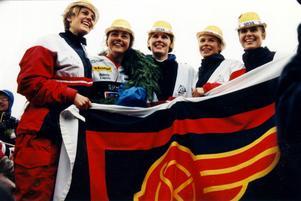 Sundsvalls OK-gänget efter att de vunnit tiomila för andra året i rad 1996. Från vänster: Karin Hellman, Annika Zell, Karin Noborn, Annika Andersson, Katarina Allberg.