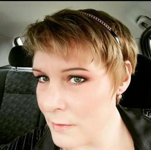 Verkstadsägarens syster, Hanna E J Lindholm som också står bakom insamlingen.