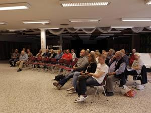 Publiken delades av åsikter. Vissa uttryckte missnöje med delar av planerna, som att läxhjälpen kanske måste flytta från lokalerna, medan andra tycker att det är bra att det händer något i centrum.