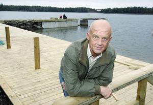 """""""Ett av de roligaste projekt jag jobbat med"""", säger Charlie Fredriksson från Frösön, som basar över bryggbygget."""