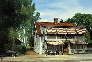 Ett kolorerat vykort från 1950-talet som visar café Gröna Lyktan i Romme.