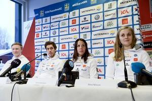Oskar Svensson, Marcus Hellner, Charlotte Kalla och Stina Nilsson är bara några av namnen i den stora svenska truppen som reser till Finland för premiärtävlingarna.