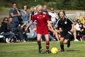 Många nära och kära hade tagit sig till fältet i Fagervik för att stötta spelarna.