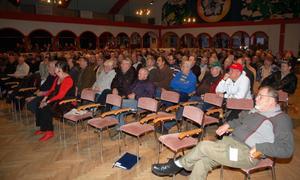 Folkaktionen Ny Rovdjurspolitik samlade 350 deltagare vid stormötet i Skeer där beslutet blev att säga nej till eftersök, inventeringar och att delta i vargjakt.