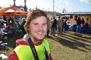 Oscar Johansson, cyklist med Tourettes syndrom, är åter från cykeläventyret i Asien och Kina. Nyligen cyklade han från Umeå till Fjugesta.