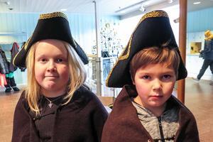 De blev karoliner för en del av en dag,  Anders Vidfamne till vänster Gustav Nylén.