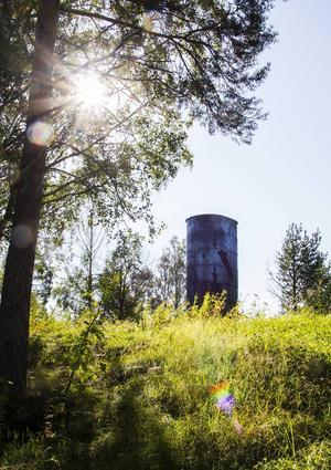 Det var sommaren 2014 som träfasaden till vattentornet i Sörforsa förstördes i en brand.