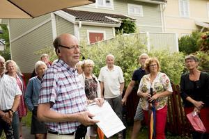 Lennart Andersson, ordförande i Kust- och skärgårdsföreningen, ledde stadsvandringen i Fiskarstan.