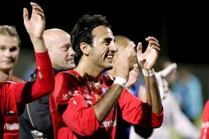 Segerglädje. Spelarna tackar publiken som bar fram Syrianska.