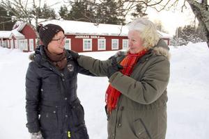 Elisabeth Blomgren och Kajsa Wahlström tror att skolan i Jädraås kan öppnas igen–som friskola.