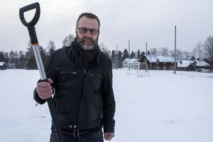 Stefan Edfeldts menar att han har stora delar av Lits samhälle bakom sig i sin protest mot bygge nära fotbollsplan.