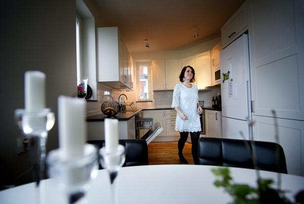 Fredrik och Sofie har nyss flyttat in i en lägenhet i helt nybyggt hus. Till NA Bostad