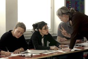 Menar vi allvar med att lyfta Sverige med kunskaper, behöver fokus riktas mot personer som i dag inte aktivt söker sig till utbildningssystemen, skriver artikelförfattarna.