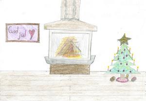 Den här stämningsfulla bilden har Robin Nilsson, 10 år, från Arnäsvall tecknat. Stjärnan i granens topp glittrar vackert i eldstadens sken.