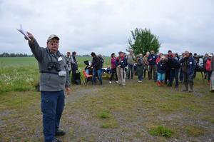 Ordförande. Naturskyddsföreningen i Kumla hälsade på lördagsmorgonen via dess ordförande Åke Teljå ett 70-tal personer välkomna till invigningen av det utvidgade naturreservatet Björka lertag. Efteråt erbjöds guidning av reservatet.