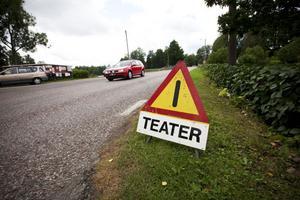 Annan fara. Det är ingen annan fara än att det är teater i Gammelstilla just nu.