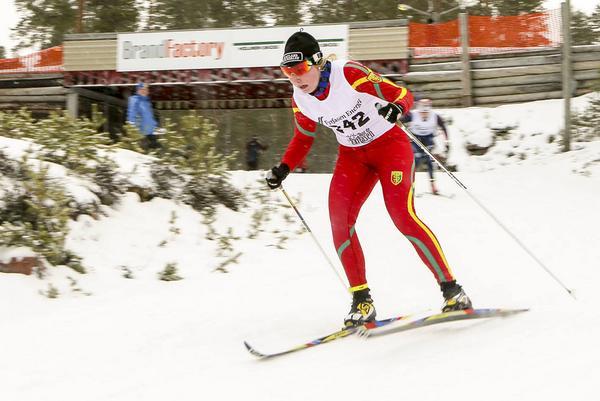 Emma Backén susar mot upploppet i prologen där hon kom tvåa. Sedan vann hon jaktstarten med god marginal.