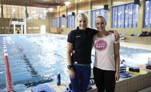 Triathleterna Emma Graaf och Mikaela Persson, arrangörer och lägerledare.